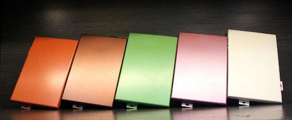 铝单板喷涂氟碳时的四涂两烤