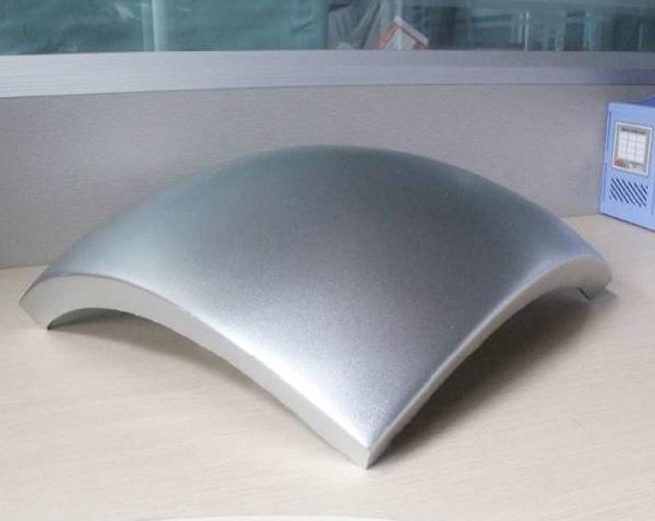 制作加工难度决定了双曲铝单板的价格